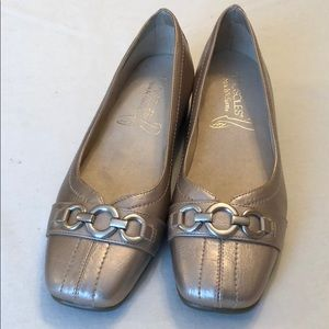 AEROSOLES NWOT Megaphone Gold Loafers Buckle